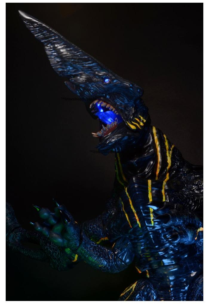 PACIFIC RIM - Knifehead Kaiju Deluxe Action Figure  PACIFIC RIM - K...