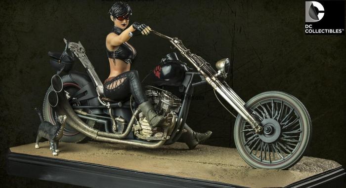 Dc Comics Gotham City Garage Catwoman Resin Statue